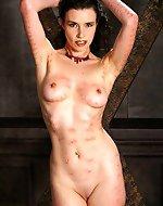 Fetish model Anastasia Pierce gets...